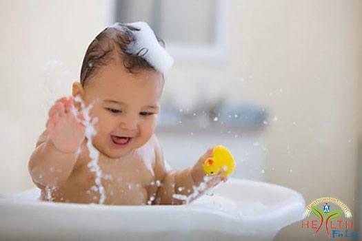 Bệnh rôm sảy ở trẻ sơ sinh trong mùa hè?